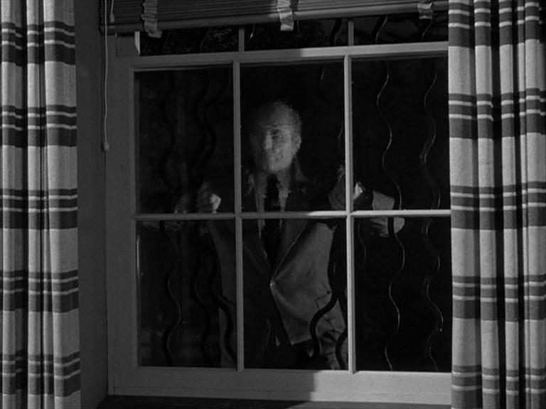 Uno degli zombie atomicialla finestra